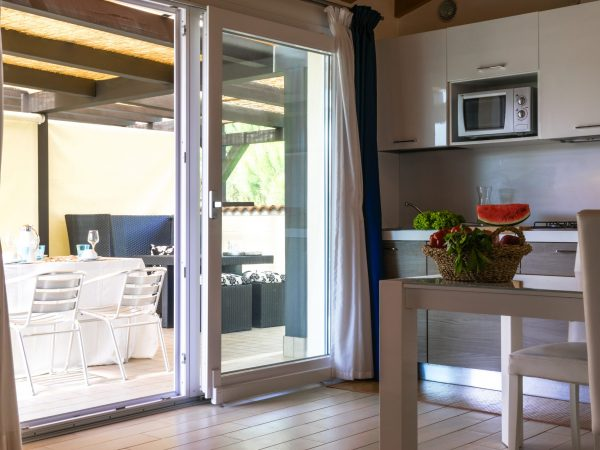 vista cucina e terrazza